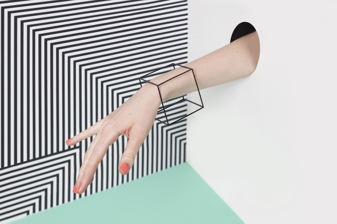 Hómini's pieces are inspired by planes, geometric units and lines.